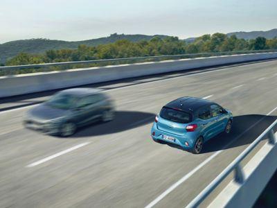 Immagine di Nuova Hyundai i10 che corre in autostrada