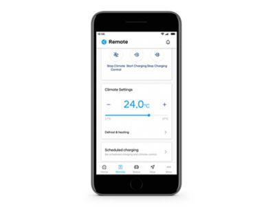 Detailní pohled na aplikaci Hyundai Bluelink s nastavením klimatizace na obrazovce.