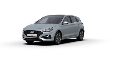 Front side view of the new Hyundai i30 in the colour Platinum Silver Grey.