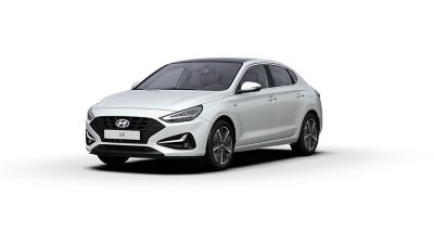 Front side view of the new Hyundai i30 Fastback in the colourPolar White.
