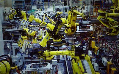 Hyundai-roboter på fabrikkgulvet. Foto.