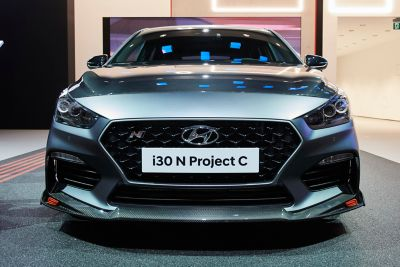 A picture of the all-new Hyundai i30 N Project C limited edition seen from the side.