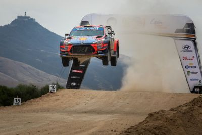 The Hyundai i20 Coupe WRC jumping in the Rally Mexico.