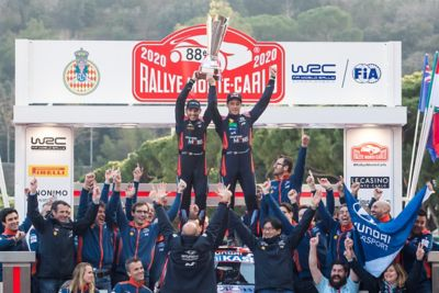 Thierry Neuville and Nicolas Gilsoul holding the trophy of Monte Carlo for the first win of the season.