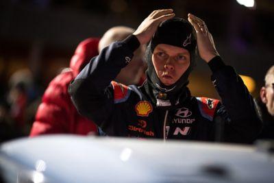 Hyundai Motorsport driver Ott Tänak positioning his balaclava