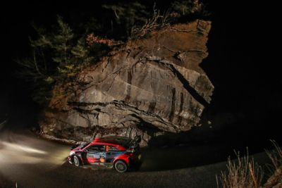 Dani and Carlos during the night in Rallye Monte Carlo in the Hyundai i20 Coupe WRC.