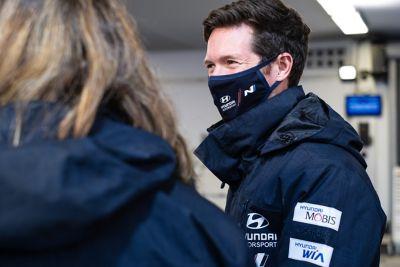 Hyundai Motorsport co-driver Hyundai Motorsport co-driverMartijn Wydaeghe smiling at crew members with mask. smiling at crew members with mask.