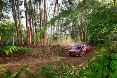 Corner carving at it´s best with the Hyundai i20 Coupe WRC.