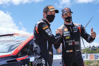 Hyundai Motorsport driver Dani Sardo and co-driver Borja Rozada shaking hands.