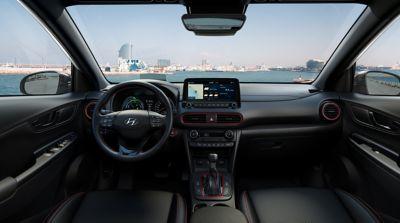 Nowy Hyundai KONA Hybrid wnętrze red.