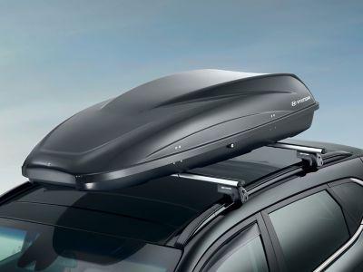 Střešní box Hyundai na střeše vozidla.