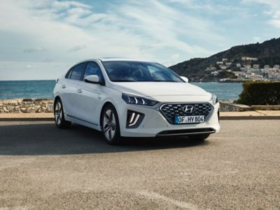 Thenew Hyundai IONIQ Hybrid shown from the front featuring the new full LED headlights.
