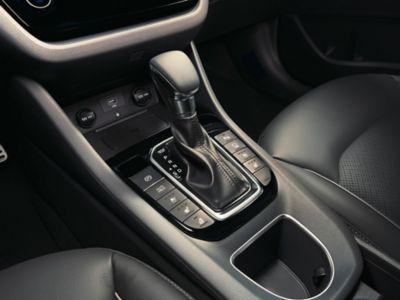 Vista en detalle del freno electrónico de aparcamiento (EPB) del Hyundai IONIQ Híbrido.
