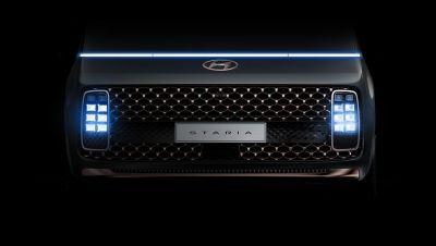 Detailní pohled na krychlovité full-LED světlomety Hyundai Staria.