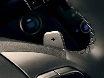 Vista en detalle de las levas del nuevo Hyundai IONIQ Híbrido.