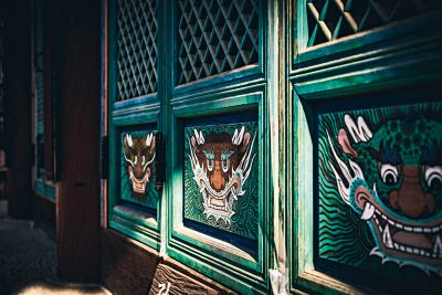 Rysunki na okiennicach