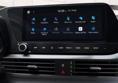 Primer plano de la pantalla táctil de 10,25 pulgadas del nuevo Hyundai i20