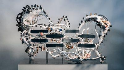 Kunstwerk van Camilla Alberti, geïnspireerd door de verfijnde patronen in de grille van de Hyundai BAYON.