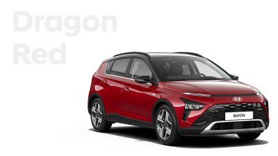 Las diferentes opciones de color del nuevo SUV crossover Hyundai BAYON: Dragon Red Pearl.