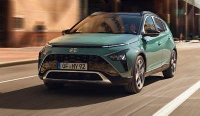 De indrukwekkende brede grille van de Hyundai BAYON, de nieuwe, compacte crossover-SUV.