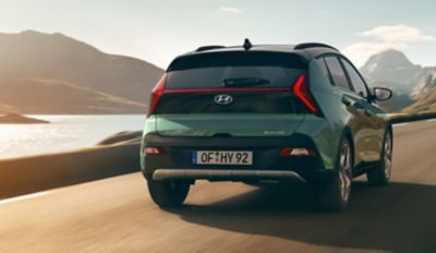 Elegante portón trasero del nuevo Hyundai BAYON.