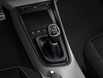 De versnellingspook in de Hyundai BAYON, de nieuwe, compacte crossover-SUV.
