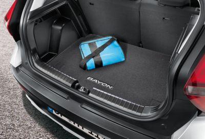 Alfombrilla de maletero Hyundai BAYON, fabricada en terciopelo de alta calidad y con el logotipo del BAYON.