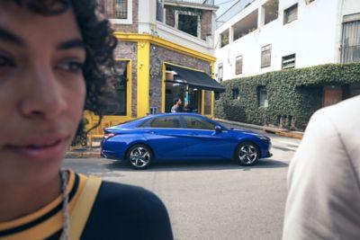 Krótki film przedstawiający Nowego Hyundaia Elantra jadącego ulicami miasta, podkreślający cechy jego wyglądu zewnętrznego.