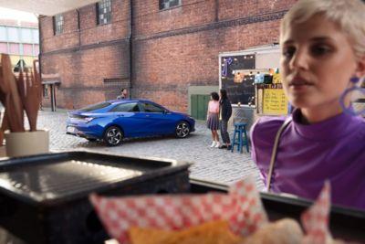 Film przedstawiający Nowego Hyundaia Elantra, pokazujący funkcję bezprzewodowego ładowania smartfona.