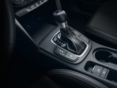 Immagine della console centrale di Hyundai Kona Hybrid