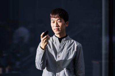 Retrato de Chanki Park, Diseñador Senior del equipo de acabados y colores de Hyundai CMF.