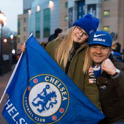 Zdjęcie kibica Chelsea FC Adama, który widział mecze w 19 różnych krajach.