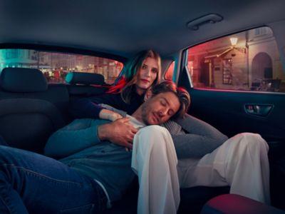 Gli ampi sedili di Nuova Hyundai Kona Electric offrono comfort ai passeggeri.