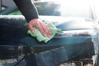 Bilvask av fronten til elbilen Hyundai Kona Electric.