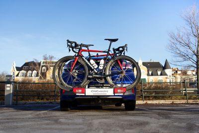 Sykkelstativ til elbilen IONIQ Electric. Foto.