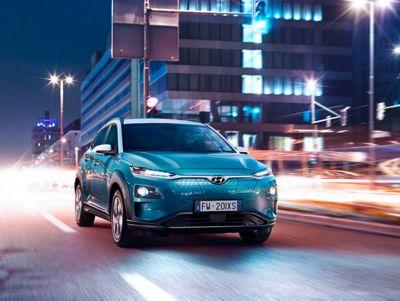 Nuova Hyundai Kona Electric su strada.