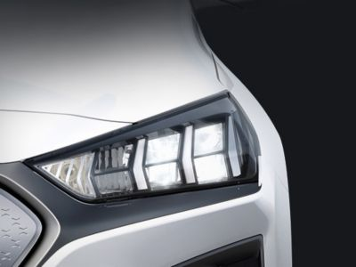 Fari Full LED in Nuova Hyundai IONIQ Electric.