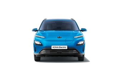 Vue avant du nouveau Hyundai KONA Electric arborant un design plus épuré et plus élancé.