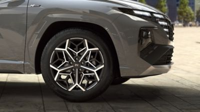 "Detail of the all-new Hyundai TUCSON Hybrid N Line 19"" alloy wheels."