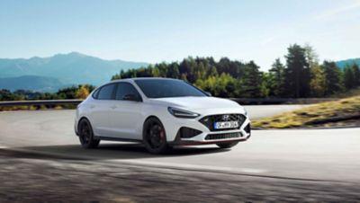 The new Hyundai i30 N racing a corner in the colour Polar White.