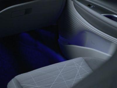 Le luci ambiente a LED all'interno del Nuovo Urban SUV compatto Hyundai BAYON