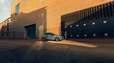 Il nuovissimo SUV crossover compatto Hyundai BAYON parcheggiato