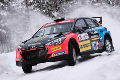 Photo of the i20 R5 in the snow, jumping from the ground.