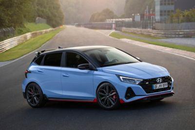 Nowy Hyundai i20 N ujęcie z boku.