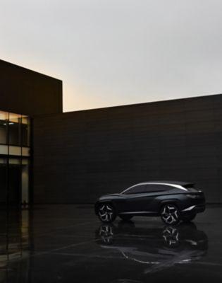 Sjefsdesigner SangYup Lee viser konseptbilen Vision T. Video.