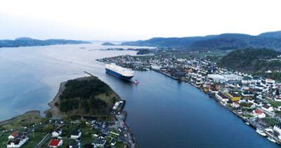 De første IONIQ 5 på vei inn til Drammen med skipet Morning Lady. Foto.