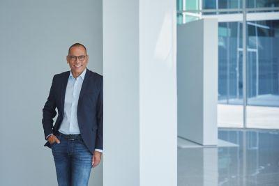 Retrato de Andreas-Christoph Hofmann, Vicepresidente de Marketing y Producto de Hyundai Motor Europe.