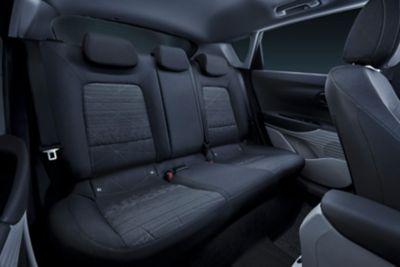 Tylne siedzenia we wnętrzu modelu Hyundai BAYON.