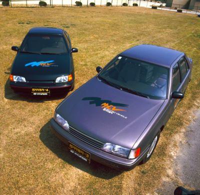 Elbilene Hyundai Sonata og Scoupe sett ovenfra. Foto