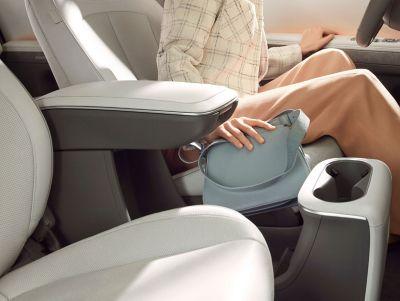 Console centrale coulissante à bord du CUV compact Hyundai IONIQ 5.